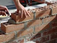 Делаем стену из строительного кирпича